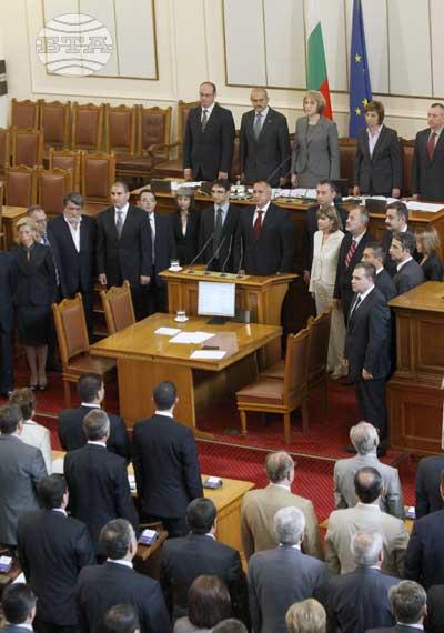София, 27 юли 2009 Парламентът одобри структурата и състава на новия кабинет с премиер Бойко Борисов. В правителството ще има 16 министри и 15 министерства. Пресфото-БТА снимка: Георги Георгиев