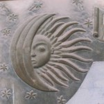 В България слънчевите затъмнения са били наблюдавани от дълбока древност. Едни от първите сведения за това има в много писмени и архитектурни паметници - мегалити, църкви, чешми и други. Един от най-добрите примери в това отношение е каменната пластика над един от входовете в църквата