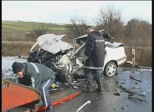 59 годишен мъж загина при катасрофа по пътя Карнобат - Айтос в района на разклона за  с. Пирне. Лек автомобил «Рено 19», управляван от 27 годишния Н.Р. от Айтос се блъска в и лек автомобил  «Опел корса»,  управляван от А.В. от Варна. Най-сериозна причина за катастрофите в България е превишена скорост на движение. Неправилното изпреварване и навлизането в насрещното движение е второто по степен на опасност нарушение. Най-голям брой пътнотранспортни произшествия със загинали граждани поради горните две причини са допуснали водачите на възраст между 25 и 35-годишна възраст.