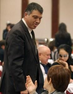 Свинаров се плези в столовата на парламента. Председателят на партията Николай Свинаров и лидерите на