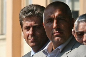 Президентът Георги Първанов (ляво) влезе в открита конфронтация с правителството на Бойко Борисов, обвинявайки го в некомпетентност, кампанийност и липса на лидерство и защити подписаните с Русия проекти за АЕЦ