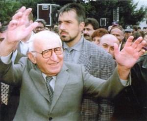 20 години след идването на демокрацията бодигард на бивш министър  стана прениер. 8 години след идването на демокрацията. През 1997 г. , само година преди смъртта му, местни помаци организирали покушение над Тодор Живков на Юндола, спомня си настоящият министър-председател ген. Бойко Борисов. Тогава Борисов охранявал бившия държавен глава (1971-1989) и колега (1962-1971) заедно с гардовете от охранителната си фирма ИПОН.