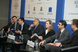 На форума, който продължава и утре присъстваха и министърът на икономиката, енергетиката и туризма Трайчо Трайков, вицепремиерът и министър на финансите Симеон Дянков и зам.-министърът на труда и социалната политика Красимир Попов. ФОТО:МС