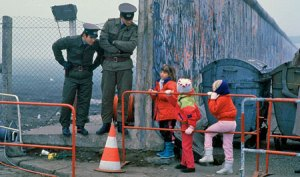 Берлинската стена (немски:Berliner Mauer) е част от границата между Федерална република Германия и Германската демократична република от 13 август 1961 до 9 ноември 1989, отделяща Западен Берлин от източната част на града и територията на ГДР. Става един от най-известните символи на Студената война. При опит да преминат Берлинската стена умират между 125 и 206 граждани на ГДР, бягащи на Запад.Тази стена не винаги е била бетонна . Първоначално се е състояла от живи хора. През една августовска нощ на  1961 г. в Източен Берлин по тревога били мобилизирани членовете на Социалистическата единна партия на Германия и работническите дружинки.