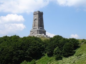Паметникът на свободата (известен като Паметникът на Шипка) е монументална скулптура на връх Шипка и е част от Националния парк-музей Шипка.През 1920 г. живите ветерани-опълченци се събират на нов конгрес и решават да се построи Паметник на свободата на връх Шипка. Средствата за изграждане на паметника са събирани като доброволни дарения от целия народ.Основният камък на паметника е положен на 26 август 1922 г. и завършва през 1930 г. На 26 август 1934 г. паметникът на връх