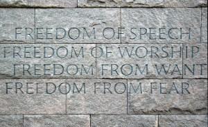 """Четирите свободи, гравирани на мемориала Франклин Делано Рузвелт във Вашингтон.Всеобщата декларация за правата на човека е приета от Общото събрание на ООН на 10 декември 1948 г. Тя е преведена на поне 375 езика и диалекта, което я прави най-превеждания документ в света.Натискът за приемане на международен документ от подобно естество набира сили по време на Втората световна война. В обръщението си за състоянието на Съюза през 1941 г. американският президент Франклин Рузвелт призовава за защита на четирите, както той ги нарича — """"най-важни"""", човешки свободи: на словото и изразяването, на религията и вярата, свобода от лишения, свобода от страх."""