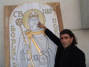 Отец Николай Тодоров има дарбата да рисува от малък в България. Негови са изрисуваните икони на външните стени на Българската Православна Църква
