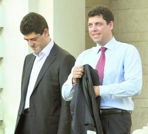 Георги Велчев (ляво), братът на бившия финансов министър Милен Велчев (дясно) скочи на всчики и поиска Орешарски за премиер и всичко, както той го иска!  Съветва всич1ки наред, включително и медиите.