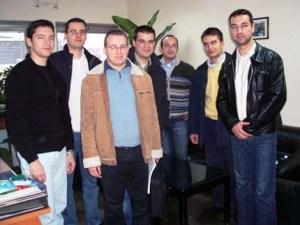 2006 г., Кристиан Вигенин (секретар на международния отдел на БСП), Даниел Георгиев (представител на БСМ), Симеон Славчев (председател на ОПО на БСП – Бремен), Димитър Пойдовски (председател на ОПО на БСП – Берлин), Ивайло Димитров (експерт в международния отдел на БСП), Стефан Антонов (представител на ОПО на БСП - Виена):