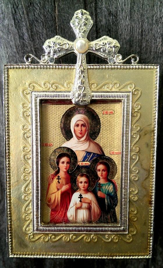 Св. мъченици Вяра, Надежда, Любов и тяхната майка София (икона, лична колекция). През втората половина на I-ия и в първите десетилетия на II-ия век в Рим живяла благочестива жена християнка на име София. В своя живот тя оправдала напълно името си