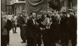 Тодор Живков посреща партизани в София на 9-ти септември 1944 г.