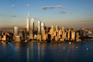 """Сградата, наричана с името """"Кула на Свободата – Единен Свят Търговски Център"""" (Freedom Tower One World Trade Center) е един от четирите небостъргачи, които започнаха да се строят през 2006 г. около мястото на падналите кули-близнаци в партньорство между основния """"двигател"""" на строежа г-н Лари Силвърстейн (Larry Silverstein) и пристанищните власти на Ню Йорк и Ню Джърси, който е собственик на парцела на строежа в градът считан за световен център на търговията, културата и дипломацията. Височината на кулата (1776 фута) в града създаден през 17 век от Дука на Йорк на Британската империя и бъдещ Крал на Англия Джеймс II-ри е специално избрана и символизира началото на Американската революция срещу британското управление, като се позовава на годината 1776, която се смята за началото на това, което наричат """"модерни Съединените щати"""". Римските цифри """"MDCCLXXVI"""" за 1776 г. можем да видим на банкнотата от $1 Долар в основата на пирамидата."""