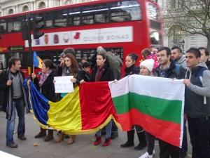 9 декември 2013 г. Около 250 български и румънски граждани се събраха този следобед в Лондон пред кабинета на британския премиер Дейвид Камерън, за да изразят недоволството си от дискриминационното отношение към тях, което се насажда на Острова.