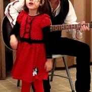 """4-годишната Дара и татко Калин. Българско училище Лос Анджелис, Школа по Родолюбие """"Златната ябълка"""""""