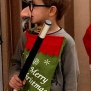 """Павел Марков с първите си мустаци и очила на импровизираната сцената на новото Българско училище Лос Анджелис, Школа по Родолюбие """"Златната ябълка"""""""