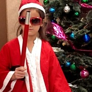 """С вълшебна пръчка и костюма на Дядо Коледа пред елхата на импровизираната сцената на новото Българско училище Лос Анджелис, Школа по Родолюбие """"Златната ябълка"""""""