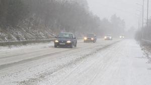 26 януари 2014 г. Заради снеговалежи, е усложнена пътната обстановка в редица области в страната, предимно в Северна България.