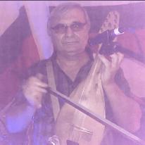 Семейства с деца, американци и германци се радваха на българската народна музика в изпълнение на Тодор Киров, гъдулка.