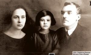 "Семейство Йовкови през 1924 г. - Деспина , Елка и Йордан. Фото: къща-музей ""Йордан Йовков""."