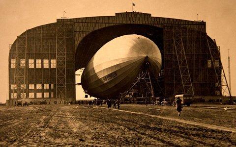 Цепелинът в своя хангар