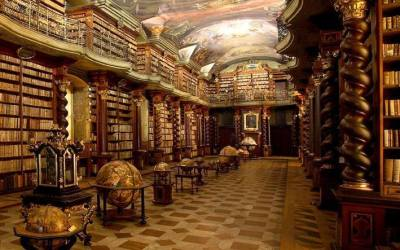 Барокова библиотека с разкошни гледки към Прага