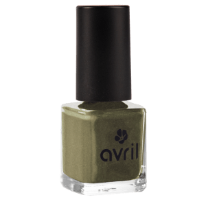 vernis-gris-fonce-reflets-verts