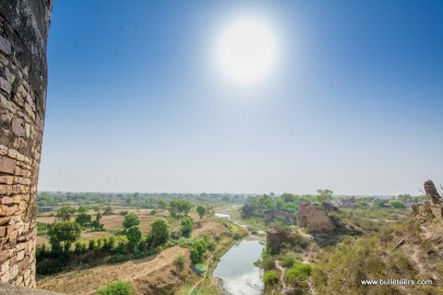 the vaisli river flowing around the gohad fort