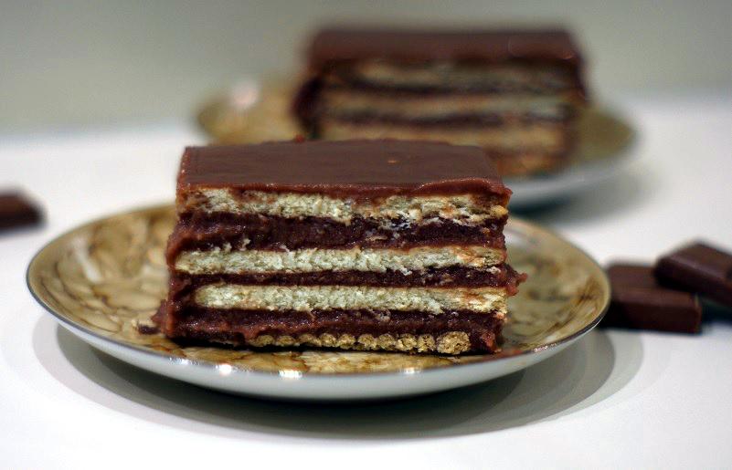 Ciasto czekoladowe z herbatnikami i kaszą manną