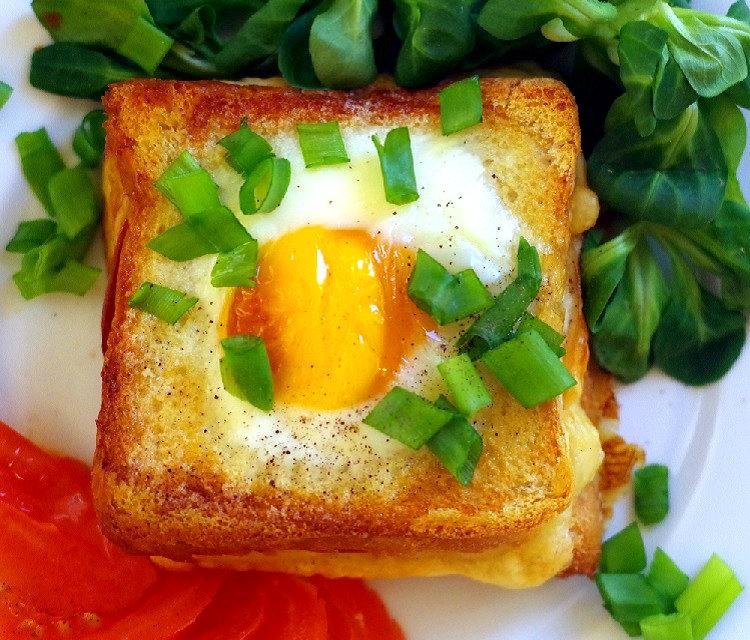 Tost z jajkiem 2