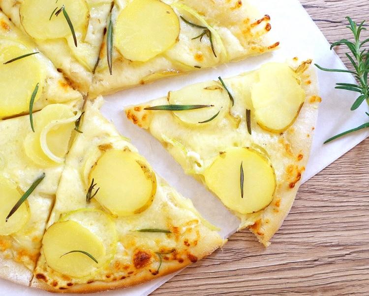 Pizza z młodymi ziemniakami 3