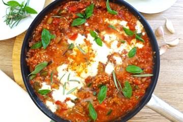 Kasza jęczmienna z warzywami w sosie pomidorowym
