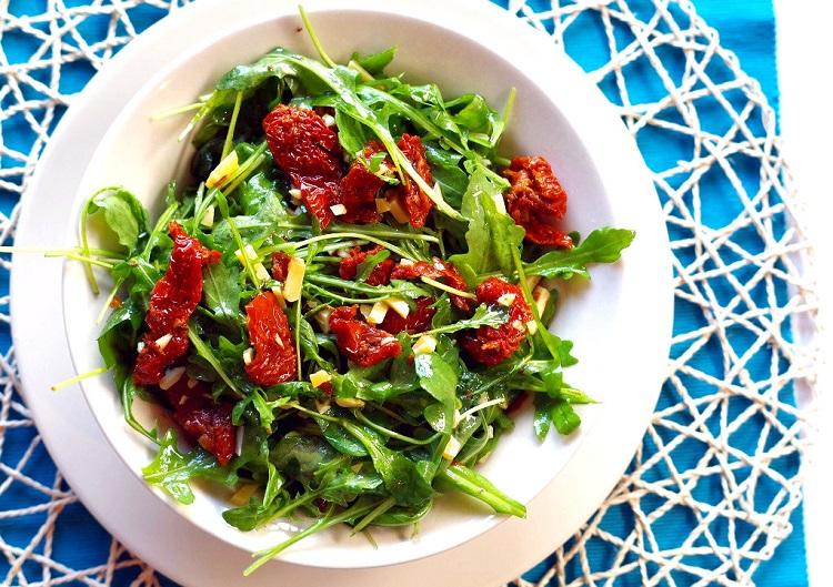 Salatka Z Rukoli I Suszonych Pomidorow Bullio