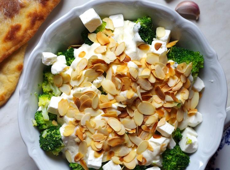 Sałatka z brokułami i fetą 2