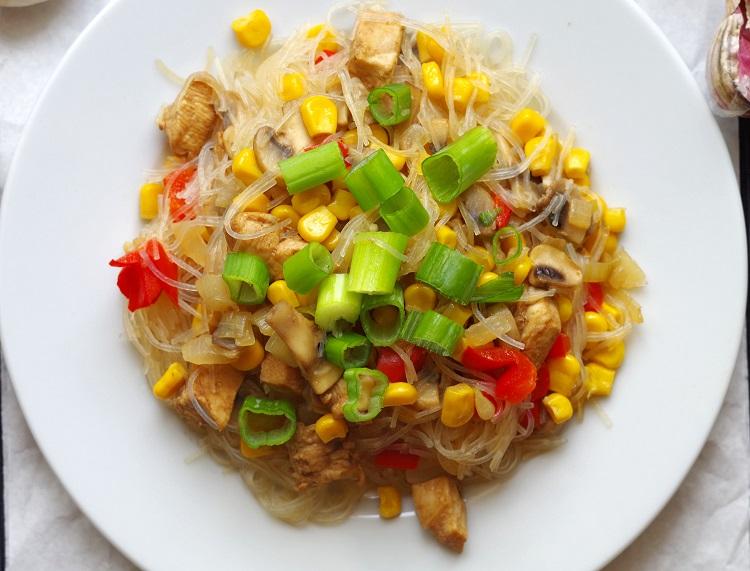 Makaron vermicelli z kurczakiem i pieczarkami 2