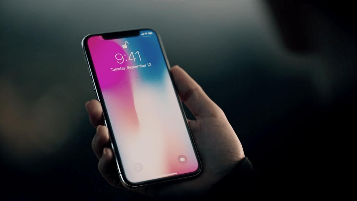 Lo smartphone iPhone X di Apple si rivela, ancora una volta, rivoluzionario