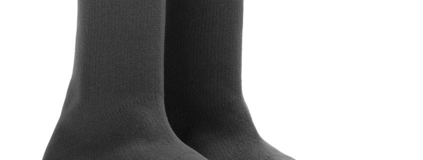 Ennesima follia della moda: un paio di calzini dotati di suole e fatti passare per sneakers in vendita a 700 dollari