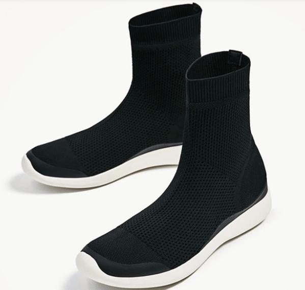 Anche Zara si è buttata sulle sock sneakers, ormai di gran moda, posizionandosi nella fascia medio bassa del mercato