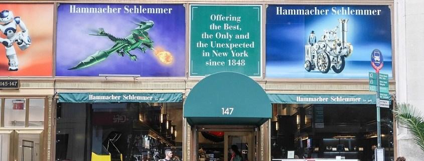Hammacher Schlemmer sfida Amazon