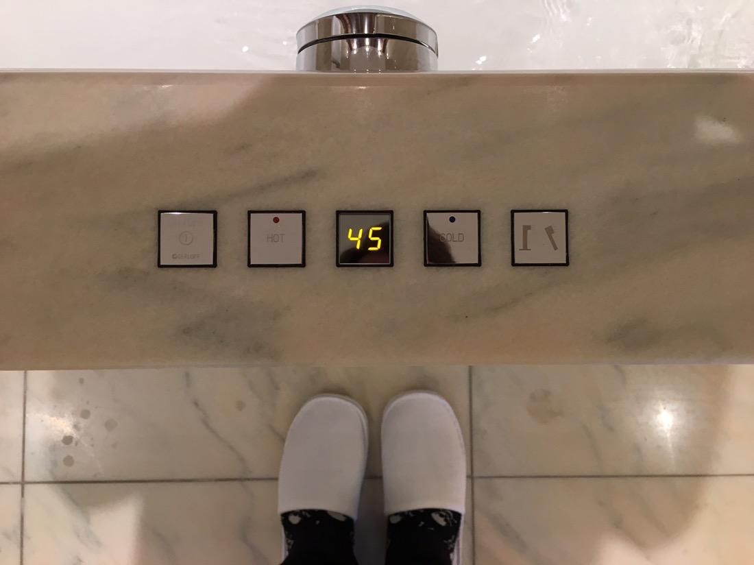 So holen wir aus der neuen World of Hyatt Promo mehr als 1000 Bonuspunkte! park hyatt vienna schluppen slipper hotel