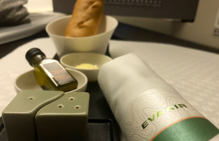 eva air royal laurel class business class b777 boeing 777 br011 lax tpe los angeles taipeh essen food