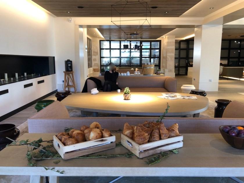 hyatt regency chantilly paris france frankreich world of hyatt regency club lounge breakfast frühstück croissant