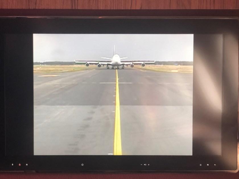 qatar airways first class airbus a380 doh doha fra frankfurt qr67 onboard bar duell lufthansa b747
