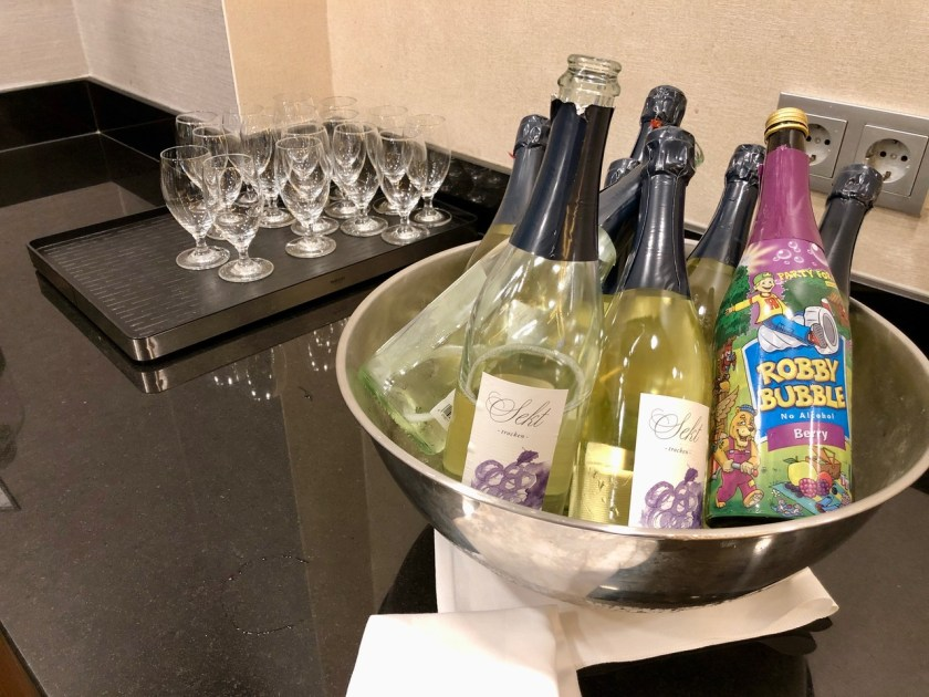 Hilton Berlin Gendarmenmarkt executive lounge club lounge deutscher dom hilton Honors sekt frühstück robby bubble