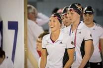 Hindernisstaffel der Frauen auf dem Weg zum Finale: vorn Jessica Luster, direkt dahinter Sportsoldatin Annalena Geyer.
