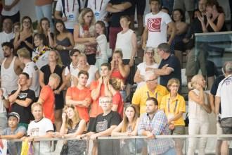 Deutsche Fans in der Schwimmhalle in Breslau.