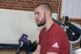 Medieninteresse: Adrian Jambé gibt dem WDR ein Interview. Der Soldat trainiert für die Invictus Games in Sydney.