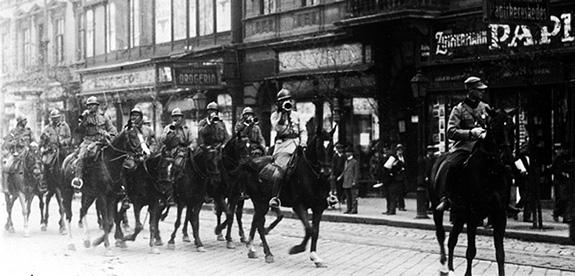1919a Cavaleriști Români Pe Străzile Budapestei