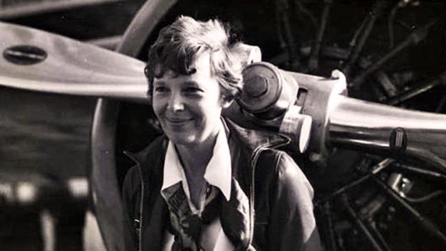 Amelia Earhart (1897-1937)_21