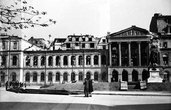 1944 Fațada Universității După Bombardament