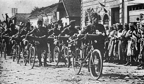 1940d Armata Horthystă Intrând într-un Sat Din Transilvania, Septembrie 1940